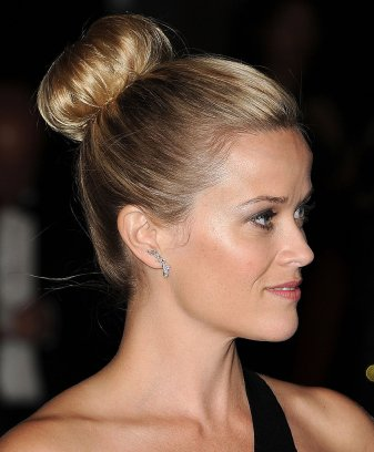 Reese-Witherspoon-her-hair-big-bun