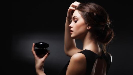 women-using-perfume.jpg