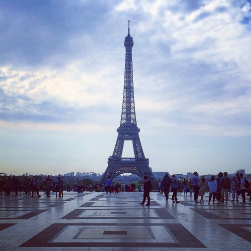 travel-alone-paris